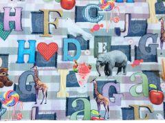 Stof met dieren letters patchwork