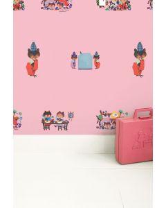 Behang met bezige beertjes Fiep Westerdorp roze